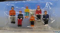 6 Figuren sitzend mit HEAD Ski