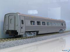 Zwischenwagen 1. Klasse UA2N 2831 grausilber