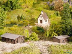 Kleingebäude-Set mit 2 Scheunen, 1 Kapelle