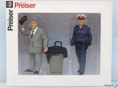 Reisender & Österreichische Polizistin