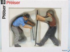 2 Gleisbauarbeiter mit T-Schlüssel