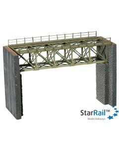 Stahlbrücke mit Brückenköpfen